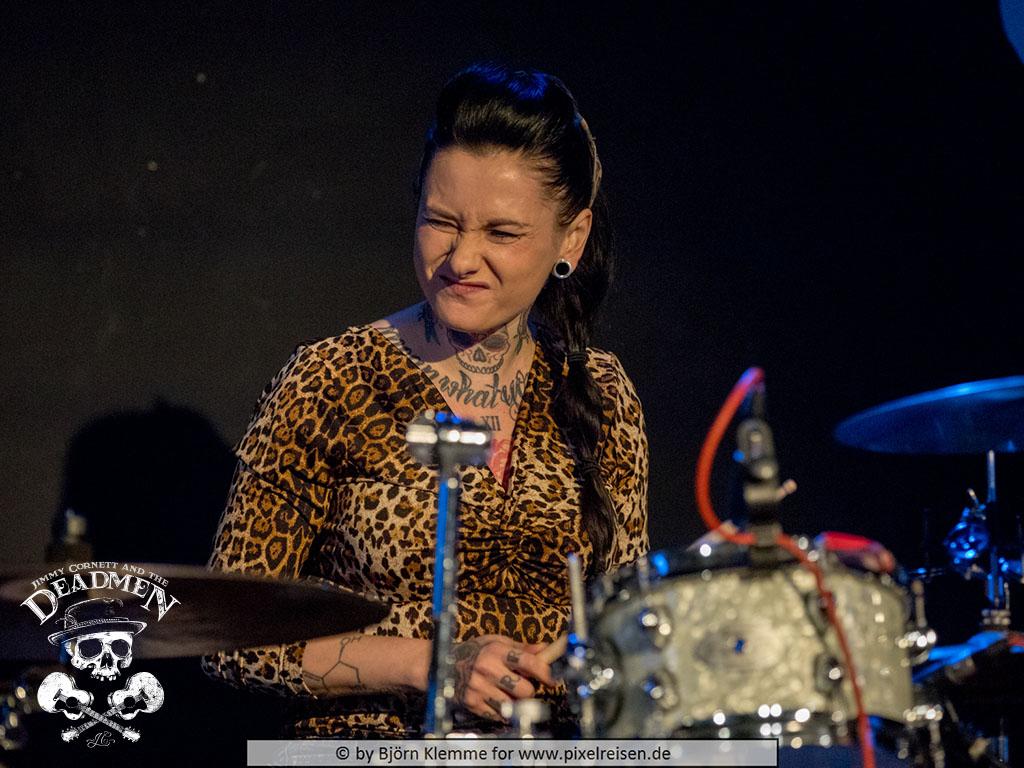 """Claudia Lippmann beim Konzert """"Jimmy Cornett and the Deadmen"""" in Hameln, Sumpfblume am 30.11.2019. Fotos: Björn Klemme"""