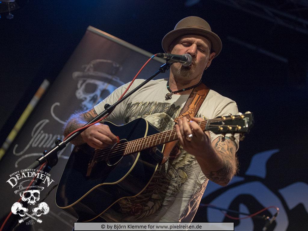 """Jimmy Cornett beim Konzert """"Jimmy Cornett and the Deadmen"""" in Hameln, Sumpfblume am 30.11.2019. Fotos: Björn Klemme"""